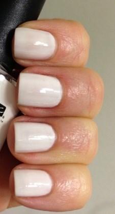 cnd shellac studio white на ногтях
